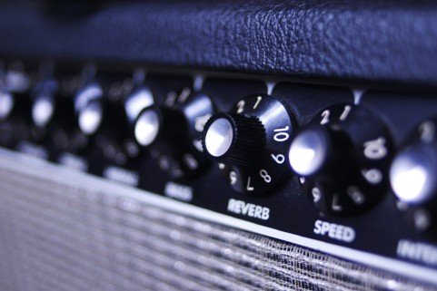ギターアンプのプリアンプとパワーアンプって違いは何ですか?